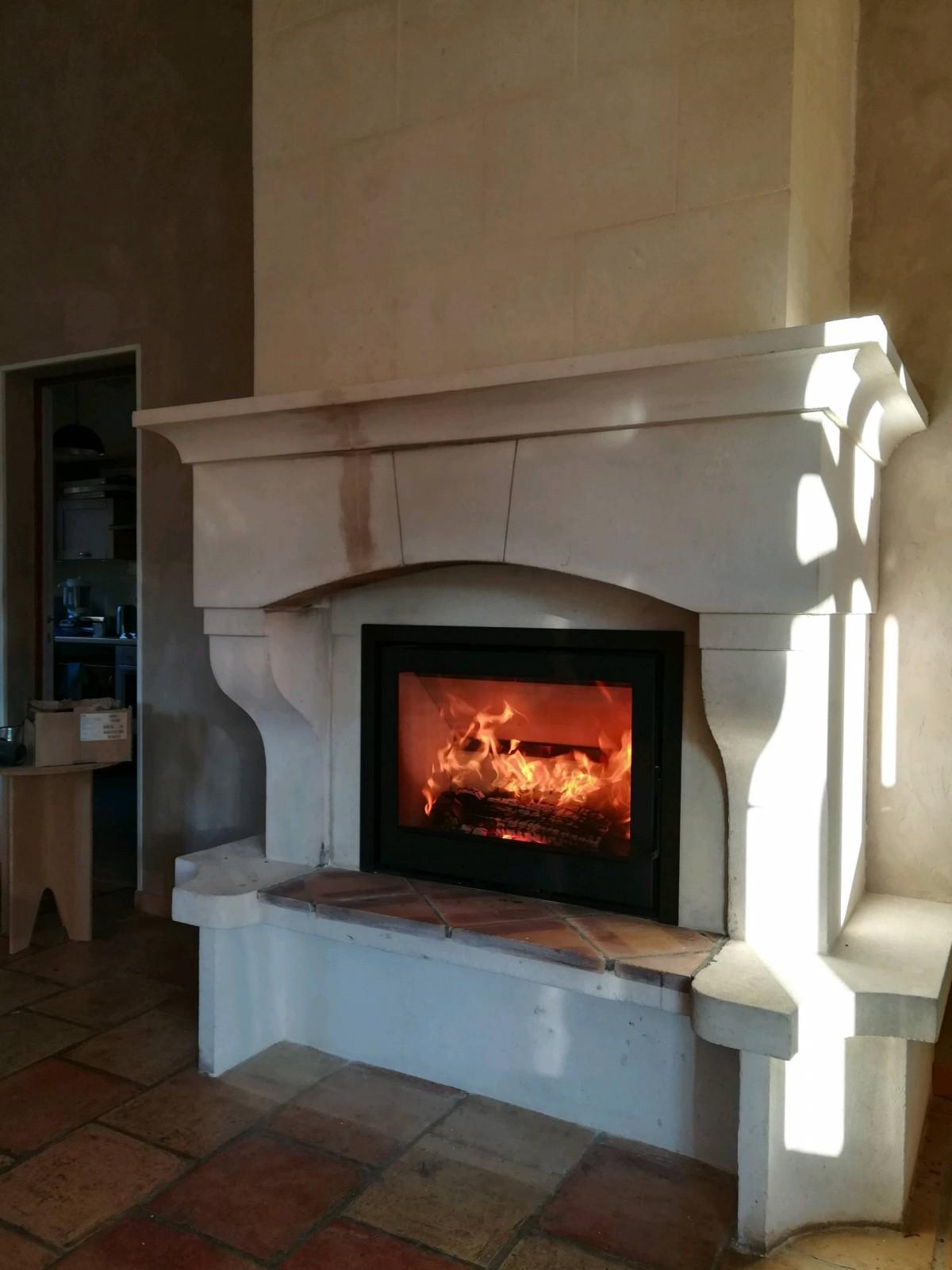 Installation D Un Insert Dans Une Cheminee Ancienne A Aix En Provence Vente De Foyers Et Poeles A Bois Sur Avignon Cheminees Conception